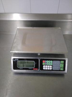 Bascula digital TORREY Capacidad maxima 20 Klgs.