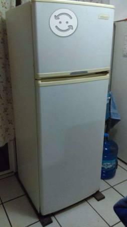 Refrigerador Acros 11 pies cúbicos