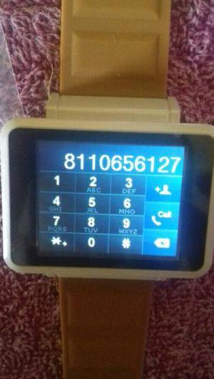 Reloj y teléfono celular