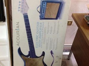 Guitarra eléctrica con su amplificador ACCURRAN en caja