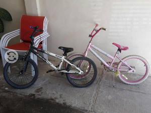 Bicicletas de niño y niña