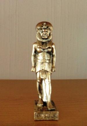 Figura en resina de sekhmet