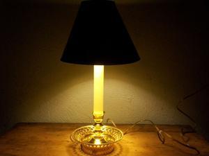 LAMPARA VINTAGE DE LATON PARA MESA O BURO