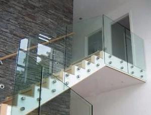 Ventanas puertas Canceleria de aluminio y vidrio en general