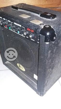 Vendo pequeño amplificador para bajo
