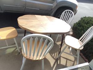 Comedor de madera con extensión y 4 sillas