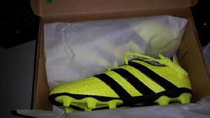 Zapatos de Futbol Adidas originales. nuevos talla 5