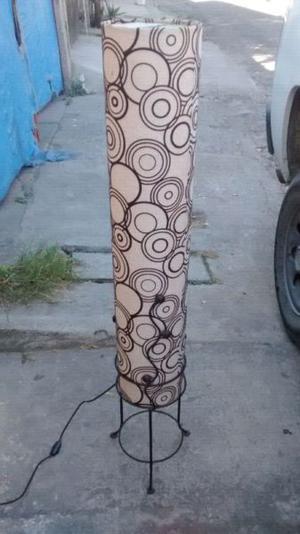 Remato hermosa lampara de piso tubular como nueva $399