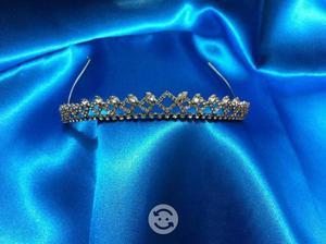 Tiara para Novia con finos cristales color plata