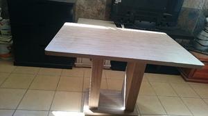 Se vende mesa de madera versátil y muy cómoda en oferta