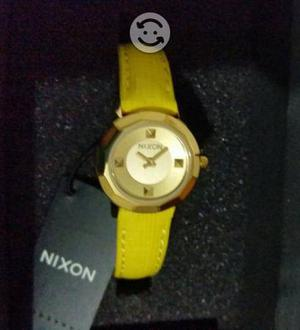 Reloj de pulsera Nixon resistente al agua
