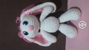 Conejita (muñeca de hilo, crochet)