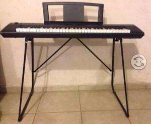 Piano electrónico Yamaha Piaggero NP11