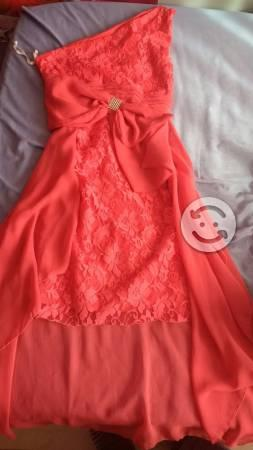 Se venden vestidos de fiesta