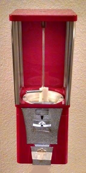 Una máquina expendedora. de chicle o premios de $1