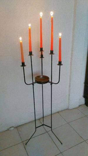 Hermoso candelabro de pie