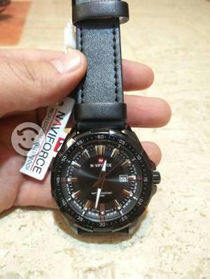 Reloj marca Naviforce negro para caballero