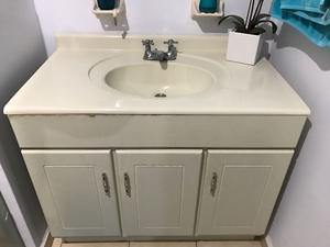 Mueble para lavabo cubierta de porcelanato de posot class for Mueble lavabo madera