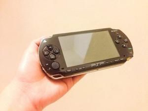 Sony Psp  (incluye Cargador, Juegos Y Dos Fundas)