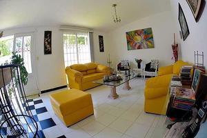 Preciosa y cómoda casa de una planta en venta en el Valle