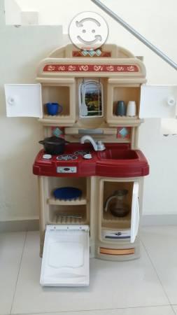 Cocinita de juguete con accesorios