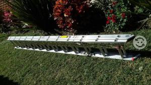 Escalera de aluminio marca cuprum de mts posot class for Escaleras de aluminio usadas