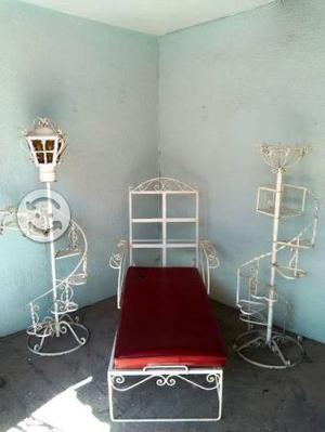 Camastro y escalinata de hierro forjado