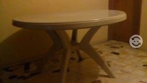 Dos mesas. de jardin