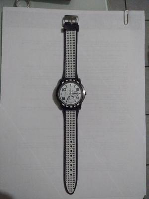 Elegante reloj para hombre color blanco