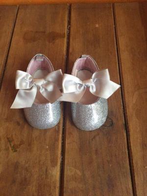 Zapatos de bebe niña con poco uso