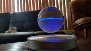 Ice Orb Bocina Bluetooth Flotante Giratoria