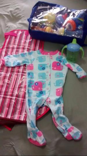 Lote de ropa y accesorios para bebé.