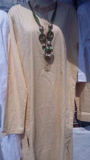Ropa de moda blanca para santero