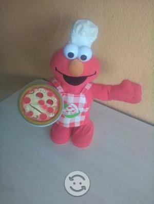 Vendo un hermoso Elmo con musica y movimientos