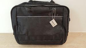 Elegante portafolio para laptop – Color Negro – Marca