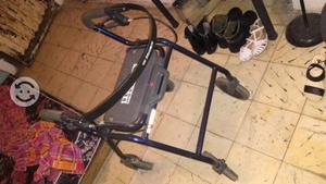 Andador para aduldo con silla y frenos