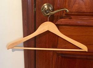 Ganchos de madera 40 pzas colgar pantalones sacos posot for Madera para colgar ganchos