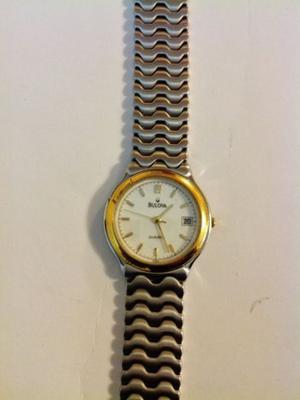 Reloj Bulova de acero con Chapa de Oro Fechador