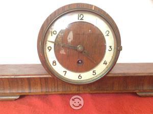 Antiguo reloj de chimenea