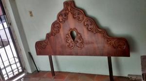 Hermosa cabecera antigua de madera fina matrimonial
