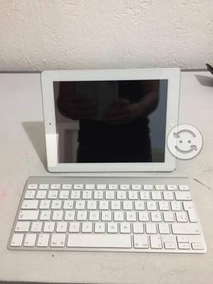 IPad 4 64 gb con funda original, tapa y teclado