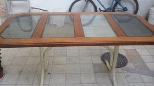 Mesa de madera base de herreria y vidrio posot class for Mesas de comedor para 6 personas