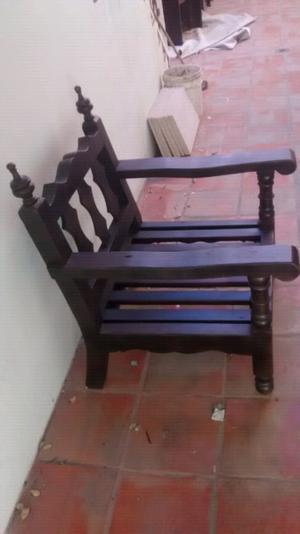 Sillón antiguo de madera fina en perfectas condiciones$