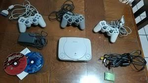 Play Station One, 3 Controles, 2 Juegos, 1 Memoria Y Cables.