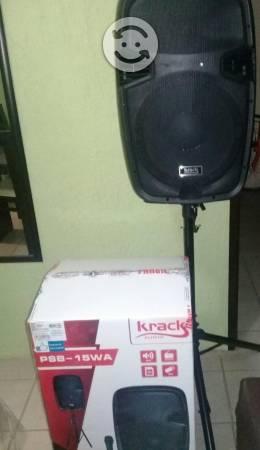 Bocina amplificada incluye tripie y microfono