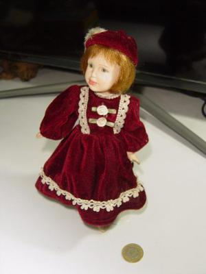 Antigua Y Preciosa Muñeca De Porcelana Articulada Y Con