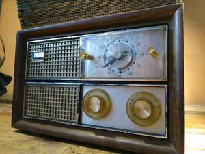 Antiguo Radio Am Marca Philco Ojos De Madera