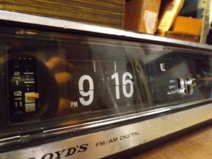 Radio Reloj Flip Lloyds Fm / Am Tipo Volver Al Futuro