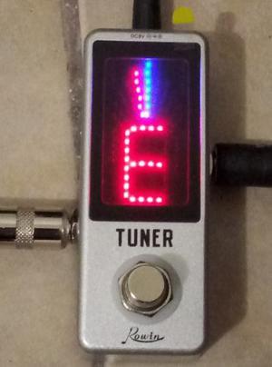 Rowin Tuner Afinador Cromatico De Pedal Guitarra Electrica