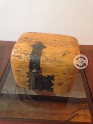 Cofre de madera de roble apolillada